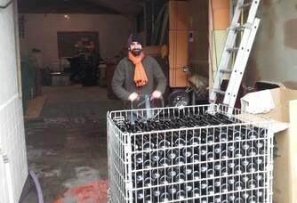 Bouteilles de vins du domaine delhomme & co prêtes à être étiquetées
