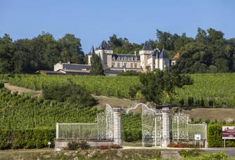 Entrée du Château La Rivière