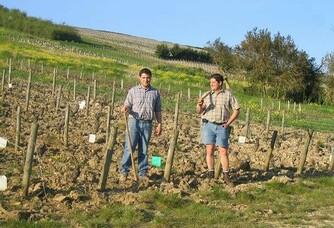 Claude et Laurent en plein travail au domaine Roger CHAMPAULT