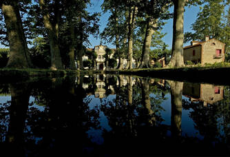 Cours d'eau au bord du Château Nadal-Hainaut