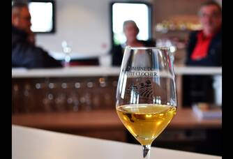 Verre de vin au Domaine du Petit Clocher