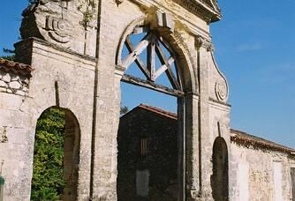 L'entrée du Château de Francs