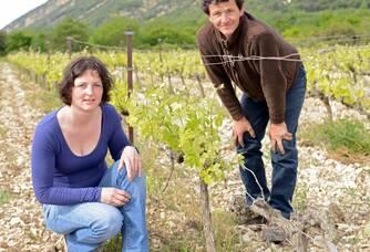 Aurélia Spitaels et son mari au coeur du Domaine du Chardon Bleu